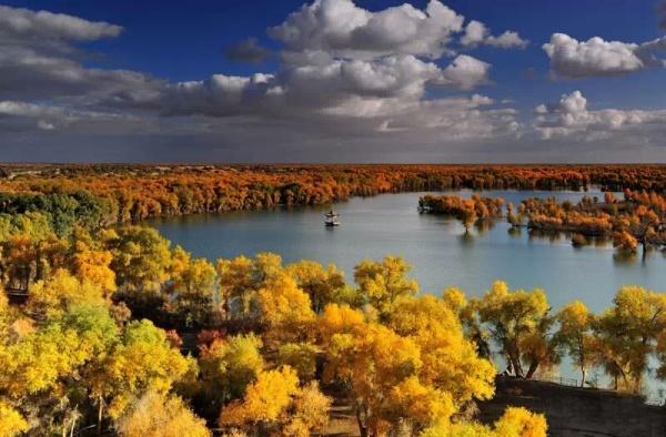 10月16日新疆帕米尔高原,慕士塔格峰,塔里木河胡杨林,塔克拉玛