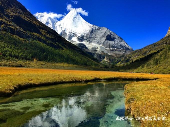 洛绒牛场是亚丁景区内最著名的住宿地点之一,海拔4150米,是附近村民