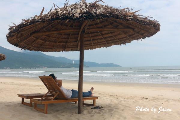 山茶半岛位于岘港东北面,上面有一尊白玉观音,背山面海,祥和宁静地
