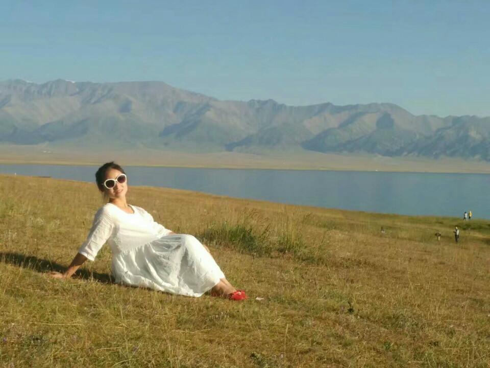 赛里木湖的清晨,美出了天际