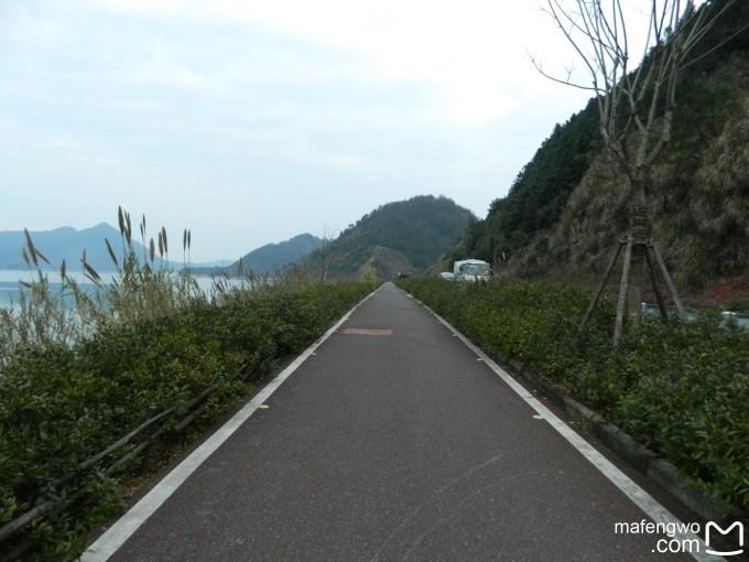 环湖的行程先从酒店——城区——千岛湖大桥——千汾线——汾口镇