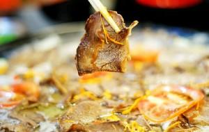 若尔盖美食-重庆牦牛肉野菌汤锅