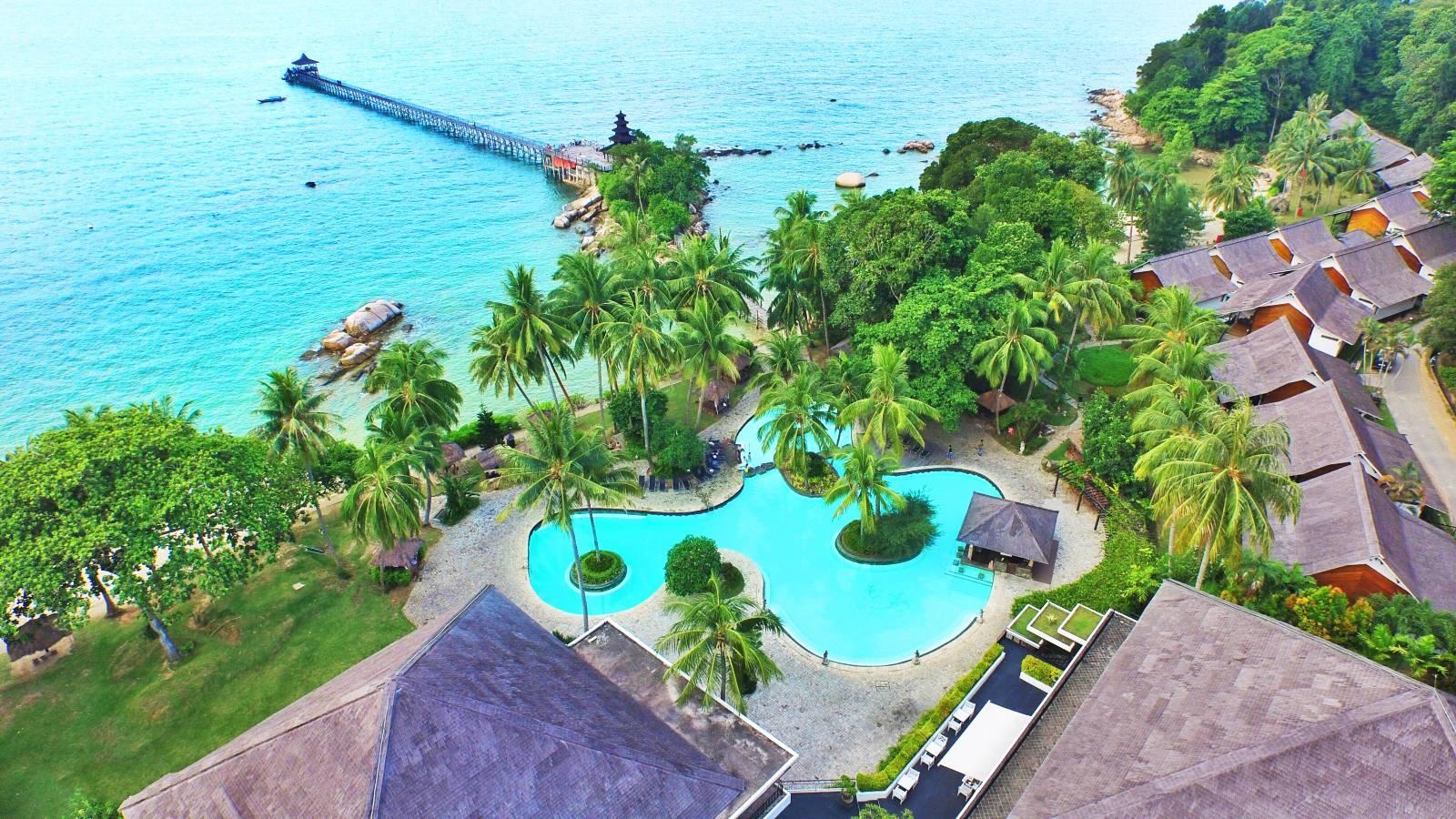 那里有不失巴厘岛的浪漫美丽,却比巴厘岛原生态得多~ 这里就是印尼