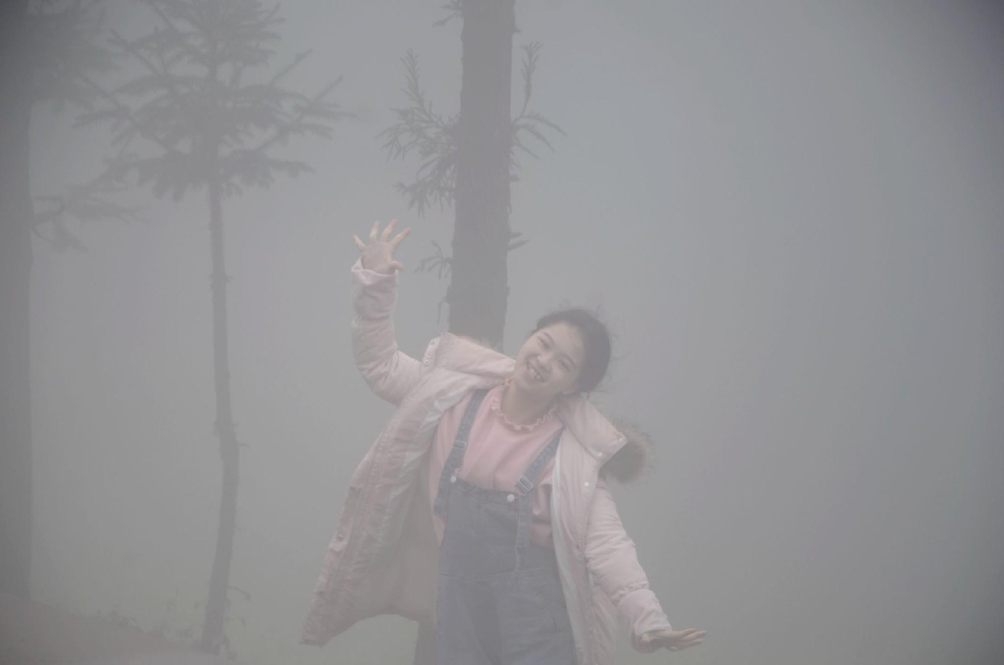 海南女孩旅行贵州,从六盘水到云南曲靖,悬崖路上迷雾会变魔术!