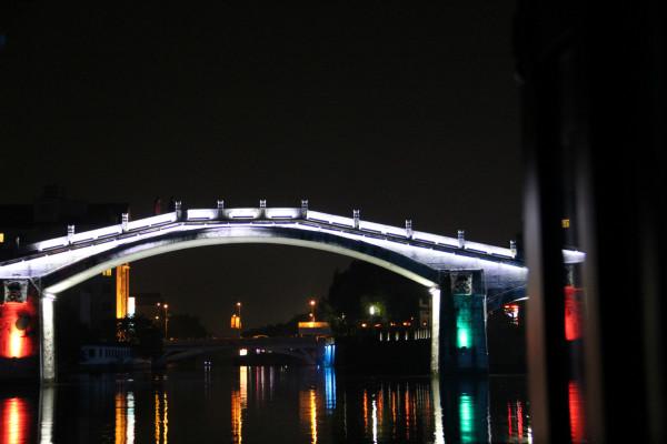 神采飞扬游乐公园,后面就是火车站了.   小亭山上永和塔   昌安立交