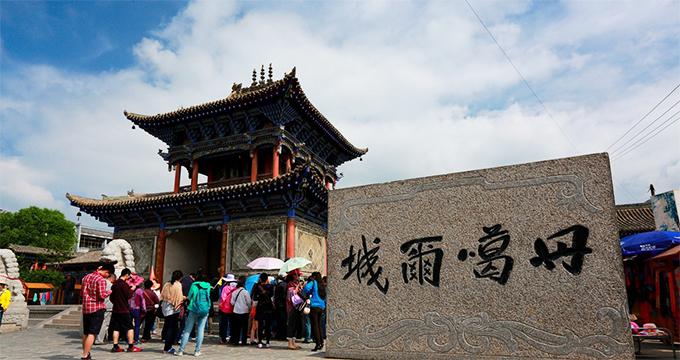 湟源县境内旅游景点多如星斗.