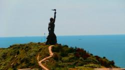 东极岛景点-财伯公塑像
