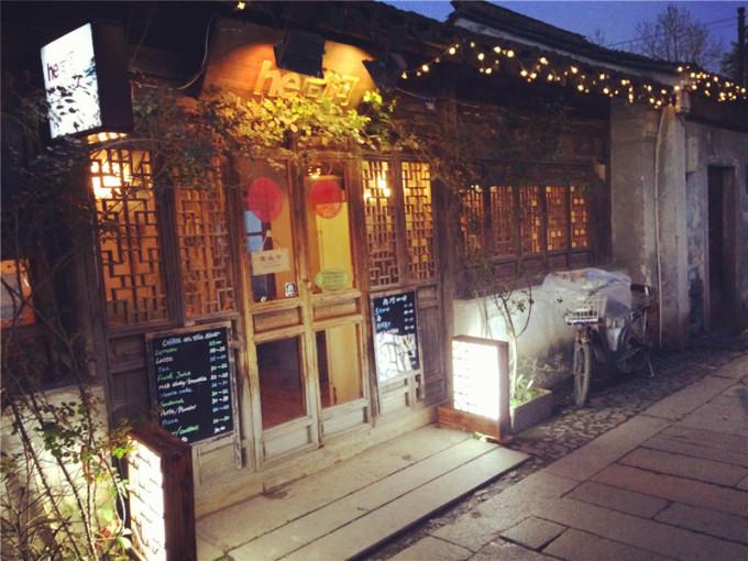 平江路上的很多茶馆都有评弹,可惜老哥不喜欢,我们就没去了.