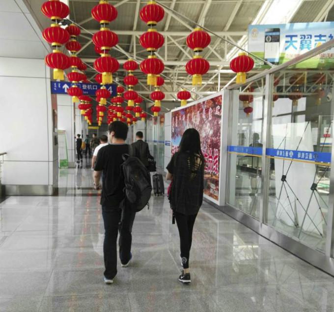 从上海到海拉尔的机票,中间经过通辽转机,一早七点半的飞机,到那已经