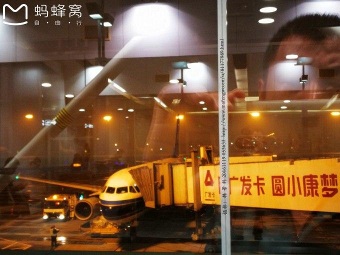 9:10分,飞机到达重庆,9:40分我们走出重庆江北国际机场航站楼,9:50分