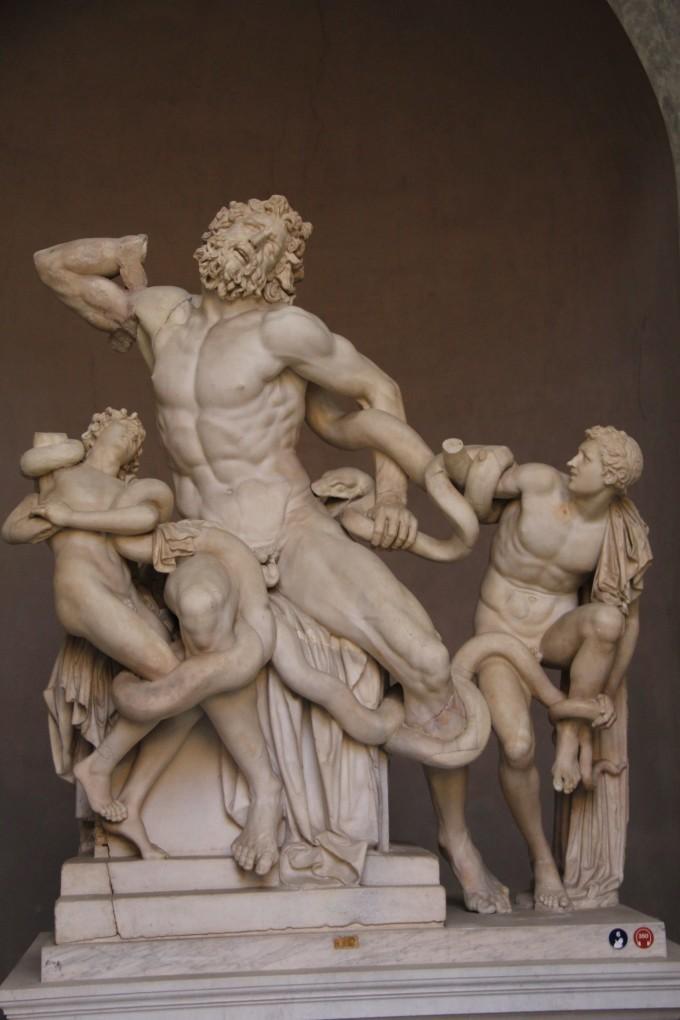 发现雕像时,拉奥孔的右臂以及一个儿子的手,另一个儿子的右臂均缺失