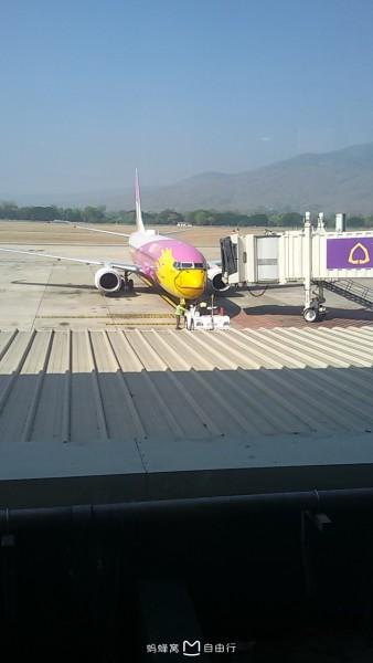 清迈/出了机场外,就等aya的司机过来了,但是等啊等,等啊等,等了...