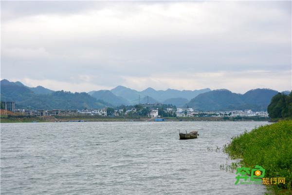 新安江山水画廊风景区位于黄山市歙县深渡镇