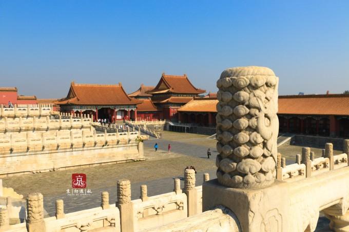 整个紫禁城,宏伟庄严,大气磅礴,殿宇巍峨,宫阙重叠,画栋雕梁  朱红色