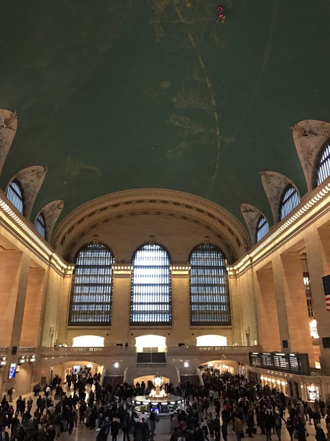 中央公园的天花板的设计是十二星座穹顶