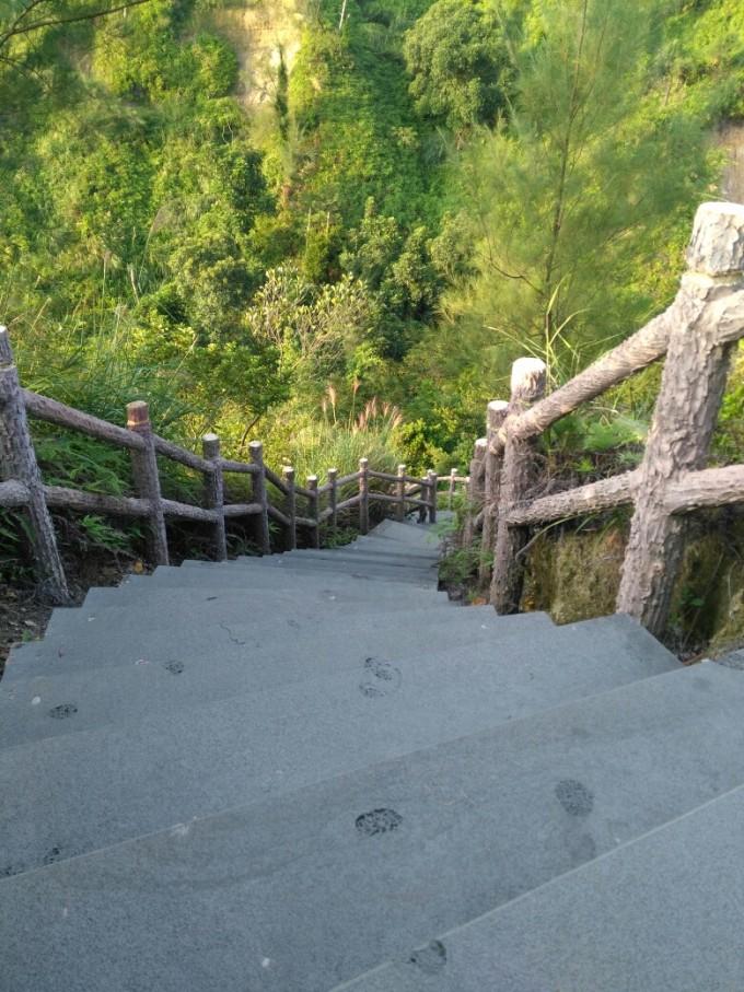 三岭山国家森林公园位于中国大陆最南端——湛江市区西南.