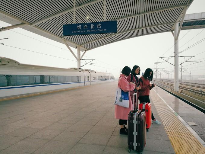 延吉机场极小,像我们的火车站一样,一下飞机就有更衣室可以换上厚厚的