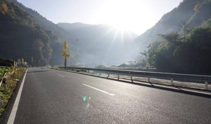 壁纸 道路 风景 高速 高速公路 公路 山水 桌面 680_400
