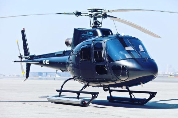 【产品特色】 乘坐直升机飞上蓝天,在空中鸟瞰阿联酋迪拜全景 在蔚蓝的天空中,看到阿联酋迪拜所有著名的景点 独一无二的体验,从全新视角感受阿拉伯明珠的魅力  【产品描述】 乘坐直升机飞上蓝天,在空中鸟瞰迪拜全景。您可以在蔚蓝的天空中,看到迪拜所有著名的景点。不管什么样的景致,不同的角度观看到的景象是完全不同的!在高空中俯瞰,绝对能看到平时您仰视或平视看不到的风光!乘坐直升机飞上蓝天,在空中鸟瞰迪拜全景。您可以在蔚蓝的天空中,看到迪拜所有著名的景点,包括世界上最高最豪华的酒店帆船酒店,世界最高建筑哈利法塔,以