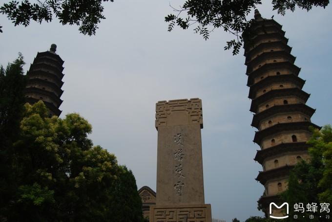 太原双塔寺的夜景图片