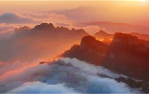 【栾川图片】此景只应天上有,道观楼台云缭中。——————————洛阳栾川老君山风景名胜区