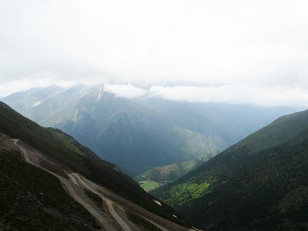 分开的旅行和捆绑的山野
